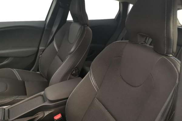 VOLVO V40 T2 122ch Momentum Business Geartronic